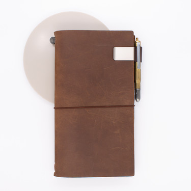 Traveler's Notebook Refill 016 Portapenne per Regular e Passport Size Marrone