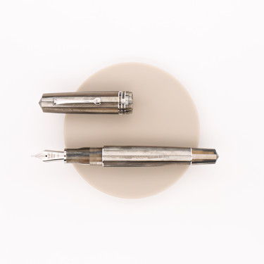 Leonardo Officina Italiana Momento Zero Grande Fountain Pen Sand
