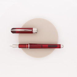 Pineider Avatar Ur Demo Fountain Pen Wine Red